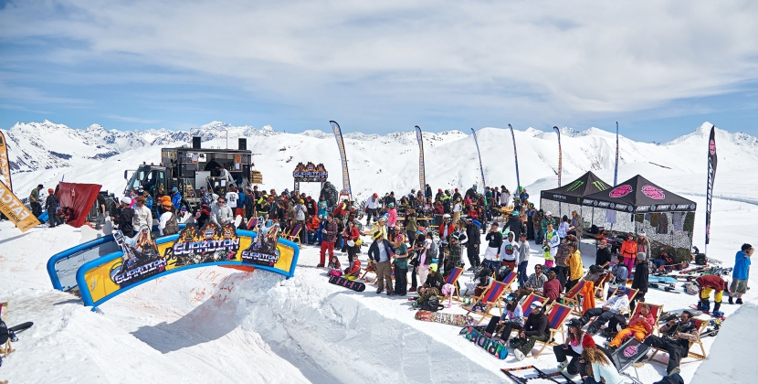 Snowboarding, music and friends in the mountains of Livigno